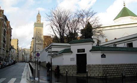 Depuis 1920, le minaret de la mosquée de Paris pointe dans le ciel parisien.