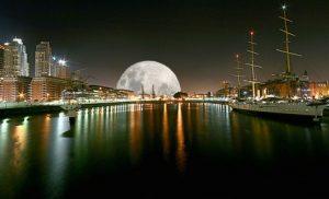 Le Baiser de la Lune est-il un simple conte ? Puerto Madero, par lrargerich, flickr.com.