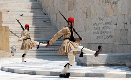 Relève de la garde de la tombe du soldat inconnu, Athènes.