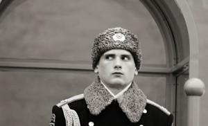 Soldat russe montant la garde sur la Place Rouge