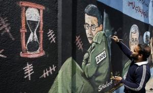 Peinture murale représentant Gilad Shalit, dans la ville de Gaza.
