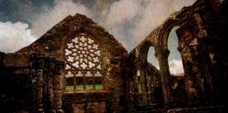 Ruines d'une chapelle dans le Finistère