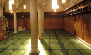 Salle de prière de la Mosquée de Paris.