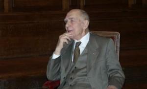 Stephane-Hessel-fauteuil