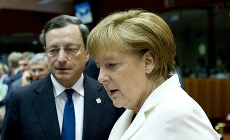 Angela Merkel affronte Mario Draghi, gouverneur de la BCE