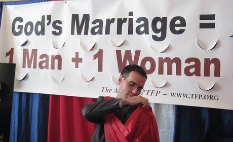 Jean-Marc Ayrault mariage gay Eglise