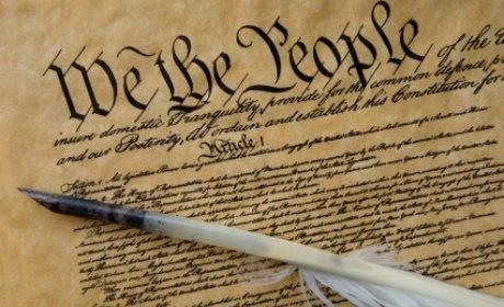 Qui a signé le contrat social ?