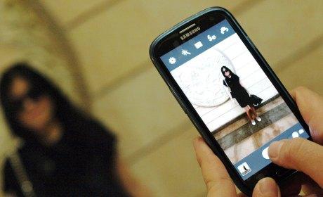 rousseau smartphone selfie