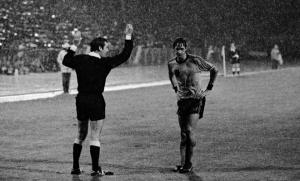Johan Cruyff lors de la demi-finale du championnat d'Europe de 1976 opposant les Pays-Bas à la Tchécoslovaquie (Photo : SIPA.AP21313481_000001)