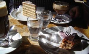 Une pause café-pâtisserie au célèbre café Gerbaud de Budapest (Photo : Matt Lancashire - Flickr - cc)