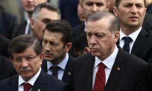 Le Premier ministre turc Ahmet Davutoglu et le président Recep Tayyip Erdogan (Photo : SIPA.AP21859969_000058)