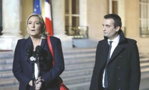 Marine Le Pen et Florian Philippot sur le perron de l'Elysée (Photo : SIPA.AP21822433_000173)