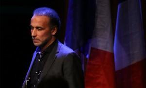 Tariq Ramadan à la tribune de la Rencontre annuelle des musulmans du Nord, à Lille, le 7 février dernier (Photo : SIPA.AP21855092_000013)