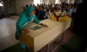 Les funérailles d'un enfant pakistanais chrétien à Lahore (Photo : SIPA.AP21876085_000013)