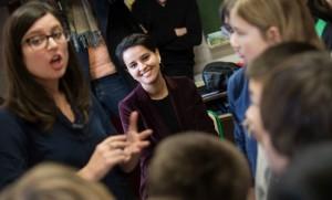Najat Vallaud-Belkacem lors d'une visite d'une école parisienne, fin janvier 2016 (Photo : SIPA.00738859_000002)