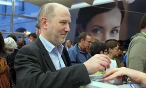 Denis Baupin, lors du vote pendant le congrès national d'Europe Ecologie-Les Verts à Caen, en novembre 2013 (Photo : SIPA.00670617_000008)