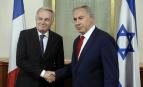 Jean-Marc Ayrault et Benjamin Netanyahou, ce dimanche 15 mai à Jérusalem (Photo : SIPA.AP21896175_000004)