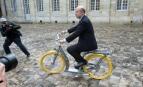 Alain Juppé lors de la présentation à la presse du Pibal, un vélo dessiné par le designer Philippe Starck pour les habitants de Bordeaux (Photo : SIPA.00669071_000014)