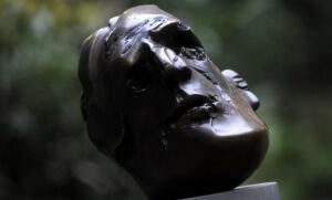 Buste de Guillaume Apollinaire. Sipa. Numéro de reportage : AP21198894_000004.