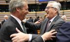 Nigel Farage, le leader de Ukip, Jean-Claude Juncker, le président de la Commission européenne, à Bruxelles ce 28 juin (Photo : SIPA.AP21915524_000001)