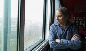 Michel Houellebecq à son domicile du XIIIe arrondissement de Paris, 2014 (Photo : Philippe Matsas/OPale/Leemage)