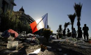 attentat-nice-14-juillet-drapeau-francais
