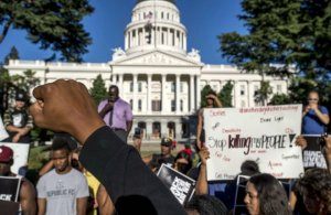 Une manifestation le 8 juillet 2016 à Sacramento (Photo : AP21919918_000040)