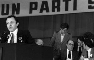 Michel Rocard (et, au second plan, François Mitterrand) lors du congrès de Metz du Parti socialiste, en avril 1979 (Photo : SIPA.00473284_000002)