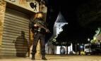 Les forces de l'ordre montent la garde devant l'église de Saint-Etienne-du-Rouvray (Photo : SIPA.AP21927520_000001)