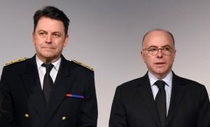 Yann Jounot et Bernard Cazeuneuve lors d'une cérémonie en hommage à Ilan Halimi en février 2016 (Photo : SIPA.00742237_000015)