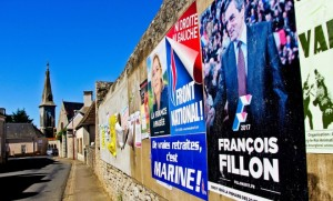 Affiches de Marine le Pen et Francois Fillon dans un village de la Sarthe, septembre 2016. SIPA. 00770956_000009