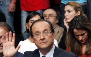 François Hollande et Julie Gayet (à l'arrière plan), octobre 2011. SIPA. AP21918177_000001