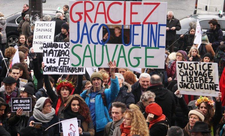 Hamilton, Fiona, Sauvage: deux semaines, trois lynchages