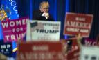 Donald Trump désigne la foule de l'Université du Wisconsin, novembre 2016. SIPA. AP21974378_000001