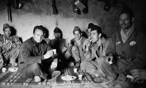 Le photographe Hubert Le Campion avec les soldats de l'A.L.N en Kabylie, avril 1962. SIPA. 00418377_000002