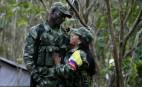 Deux combattants des Farc au camp Alfonso Cano Block, décembre 2016. SIPA. 00786315_000009