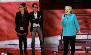 Jennifer Lopez et Marc Anthony aux côtés d'Hillary Clinton lors d'un concert de soutien à sa candidature, Miami, octobre 2016.