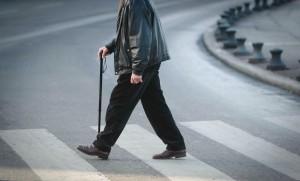 Une personne âgée à Marseille, août 2010. SIPA. 00642760_000001