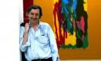 Jean-Marc Bustamante pose devant l'une de ses toiles à Venise, mars 2003. SIPA. 00475631_000003