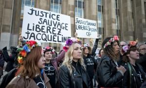 Des Femen réclament la grâce de Jacqueline Sauvage sur le parvis du Trocadéro à Paris, décembre 2016. SIPA. 00784814_000038