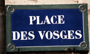 Plaque de la Place des Vosges à Paris, 1997. SIPA. 00295980_000001