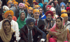 Le Premier ministre du Canada, Justin Trudeau, assis au milieu de membres de la communauté Sikh à Ottawa, avril 2016. SIPA. AP21881330_000004