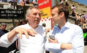 François Bayrou et Emmanuel Macron au sommet du col du Tourmalet pendant le Tour de France, juillet 2016. SIPA. 00775337_000003