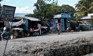 La route nationale n°1, qui relie Port-au-Prince à Cap-Haïtien, Haïti, novembre 2016.