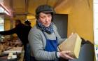 Le fromager Philippe Grégoire: réputé pour ses fromages de chèvre de Bourgogne, il affine lui-même des fromages sublimes, comme ici, un comté de 18 mois à se damner.