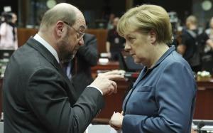 Martin Schulz et Angela Merkel au Parlement européen, décembre 2013. SIPA. AP22018705_000002