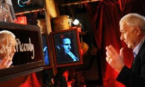 Philippe Sollers sur le plateau de Café Picouly sur France 5, février 2011. SIPA. 00614598_000054
