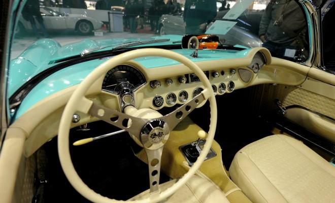 Voitures rétromobile mode vintage salon Paris