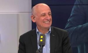 Jean-Michel Aphatie sur le plateau de France Info, mars 2017.