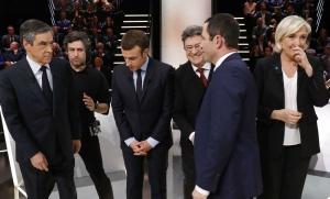 François Fillon, Emmanuel Macron, Jean-Luc Mélenchon, Benoît Hamon et Marine Le Pen sur le plateau de TF1 lors du premier débat de la présidentielle, mars 2017. SIPA. AP22029732_000025